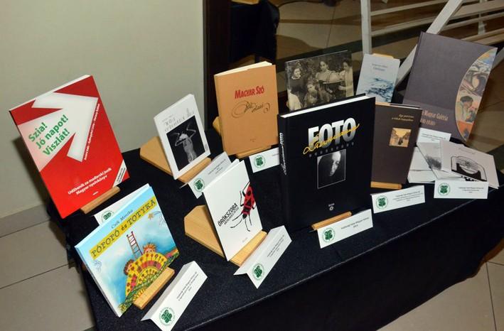 Felhívás a Vajdasági Szép Magyar Könyv 2015 pályázaton való részvételre